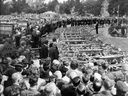 Funeral for the victims of the Ballantyne's fire