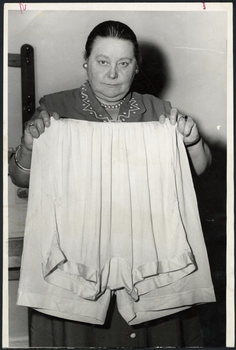 Member of Parliament, Mabel Howard, demonstrating that oversize bloomers vary in size. Dominion post (Newspaper) :Photographic negatives and prints of the Evening Post and Dominion newspapers. Ref: EP-NZ Obits-Ho to Ht-01. Alexander Turnbull Library, Wellington, New Zealand. /records/22391156