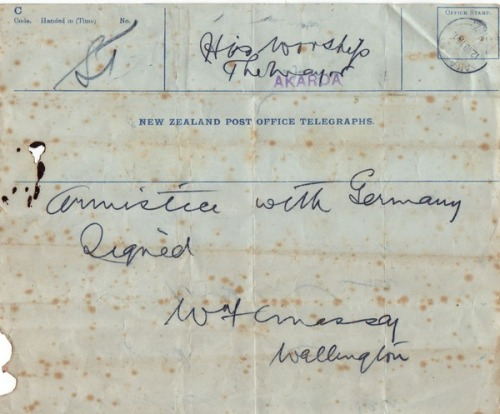 Armistice telegram. Kete Christchurch. Armistace_telegram.jpg